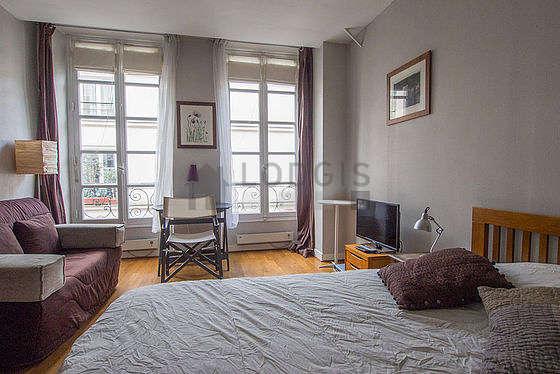 Salon lumineux équipé de ventilateur, 2 fauteuil(s), 2 chaise(s)