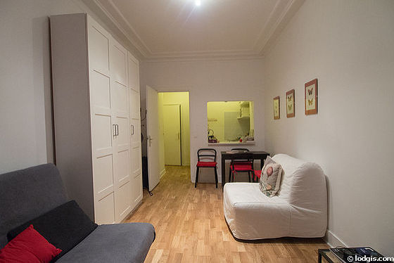 Quiet living room furnished with 1 futon(s) of 80cm, 1 sofabed(s) of 140cm, tv, closet