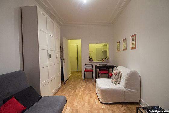 Séjour calme équipé de 1 futon(s) de 80cm, 1 canapé(s) lit(s) de 140cm, télé, armoire