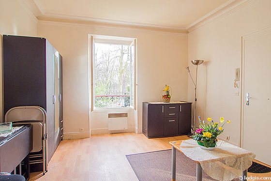 Very quiet living room furnished with 1 sofabed(s) of 90cm, dining table, coffee table, wardrobe