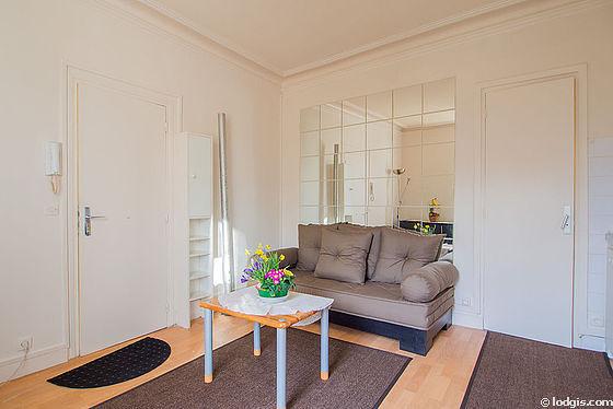 Salon très lumineux équipé de 3 chaise(s)