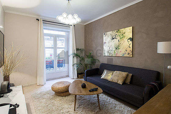 Living room furnished with 1 sofabed(s) of 140cm, tv, hi-fi stereo, storage space