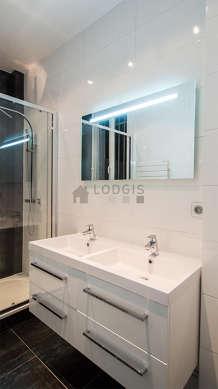 Pleasant bathroom with windows and with tilefloor