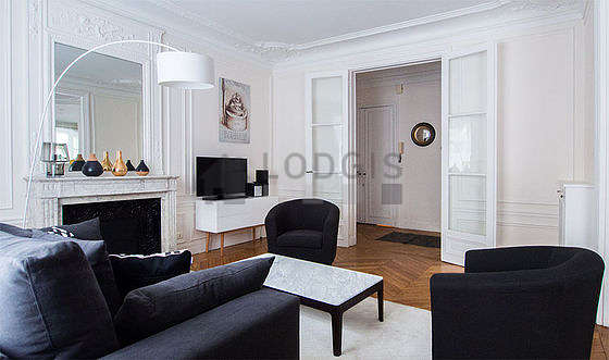 Quiet living room furnished with tv, hi-fi stereo, 2 armchair(s)