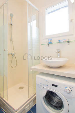 Pleasant and bright bathroom with tilefloor