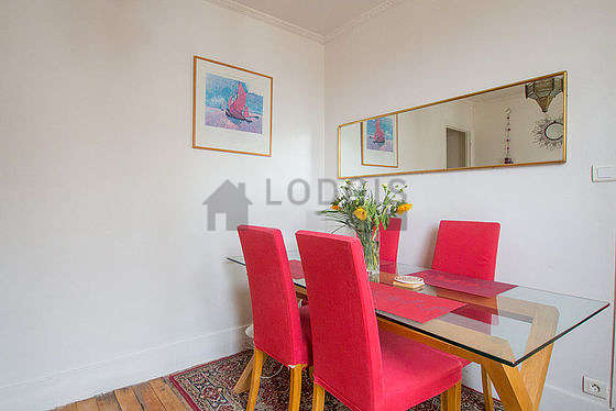 Living room furnished with dining table, 4 chair(s)