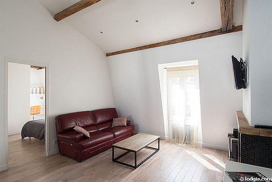 Quiet living room furnished with tv, hi-fi stereo, storage space