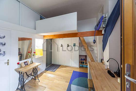 Chambre avec du linoleumau sol
