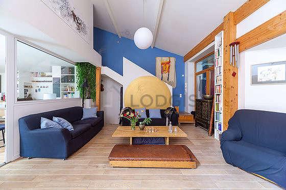 Séjour très calme équipé de 1 canapé(s) lit(s) de 140cm, télé, 1 fauteuil(s)