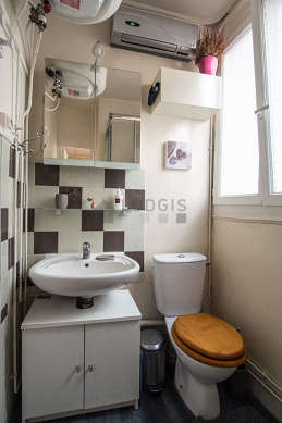 Bright bathroom with windows and with woodenfloor
