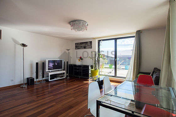 Quiet living room furnished with 1 sofabed(s) of 140cm, home cinema, tv, dvd player