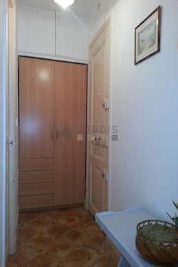 Entrance with linoleumfloor