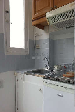 Kitchen equipped with hob, freezer, extractor hood, crockery