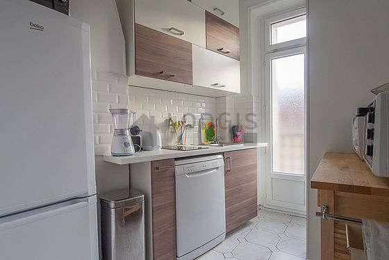 Belle cuisine de 9m² avec du parquetau sol