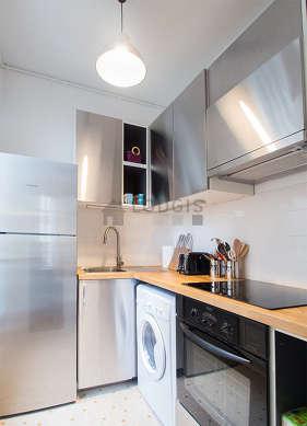 Magnifique cuisine de 3m² avec du carrelageau sol