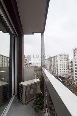 Beautiful very bright sitting room of an apartmentin Paris