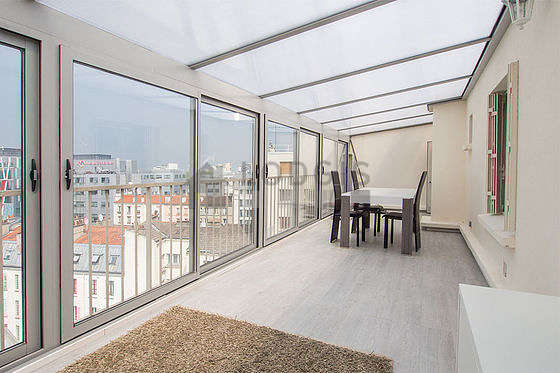 Great veranda of 27m² with woodenfloor anda view on road