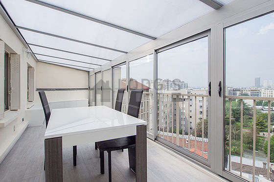 Quiet and very bright veranda equipped with dining table, 4 chair(s)