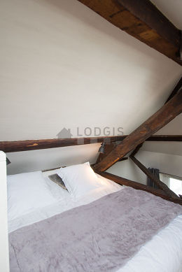 Mezzanine with a high ceiling with woodenfloor