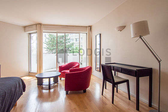 Very quiet living room furnished with 1 bed(s) of 160cm, tv, dvd player, 2 armchair(s)