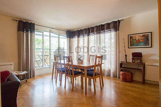 Quiet living room furnished with tv, dvd player, cupboard, 6 chair(s)