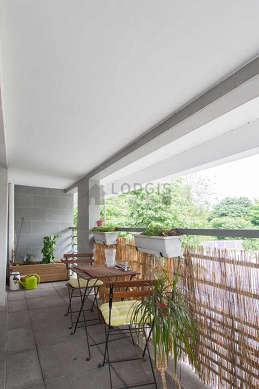 Balcony with pavingfloor