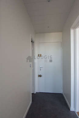 Beautiful entrance with linoleumfloor