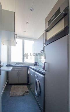 Beautiful kitchen of 4m² with linoleumfloor