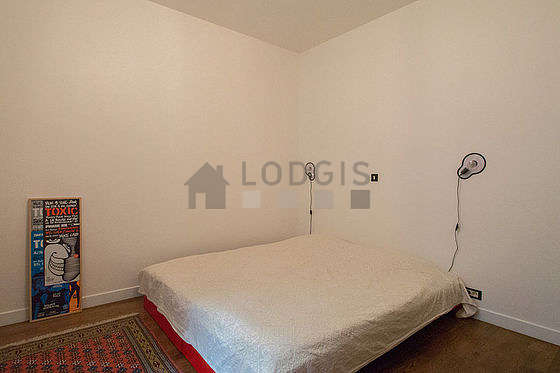 Bedroom equipped with tv