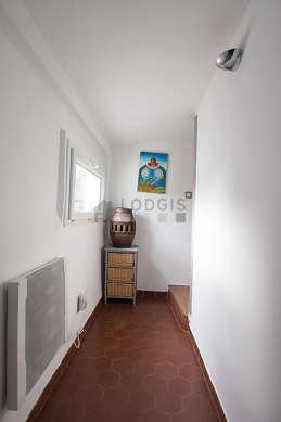 Very beautiful entrance with floor tilesfloor