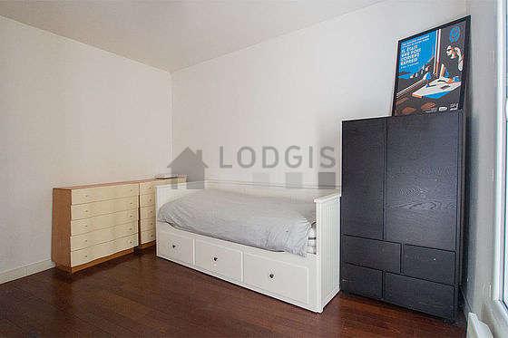 Salon de 10m² avec du parquetau sol