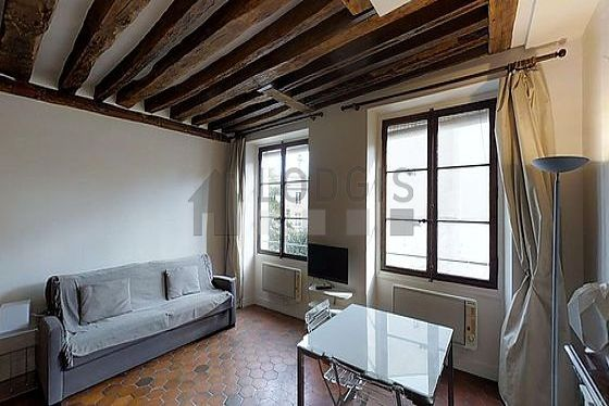Living room with floor tilesfloor