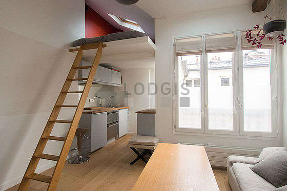 Séjour très calme équipé de 1 lit(s) mezzanine de 140cm, télé, chaine hifi, 1 fauteuil(s)