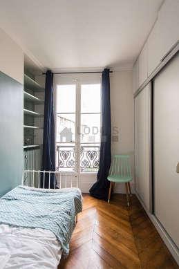 Chambre de 5m² avec du parquetau sol