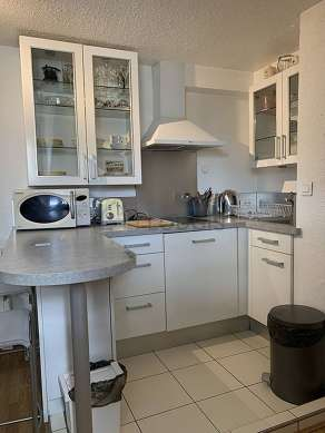 Kitchen where you can have dinner for 2 person(s) equipped with hob, refrigerator, extractor hood, stool