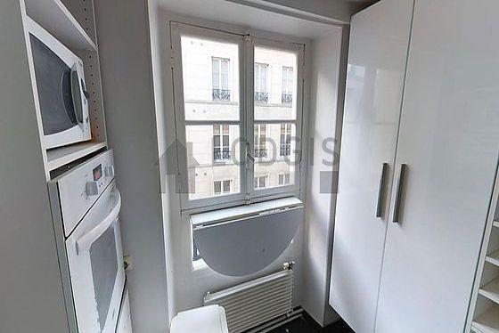 Beautiful kitchen of 4m² with floor tilesfloor