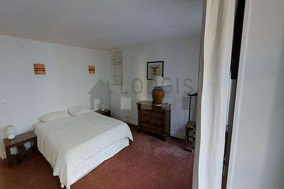 Chambre de 18m² avec la moquetteau sol