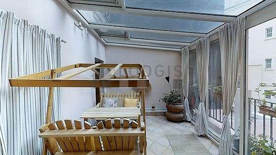 Very quiet and very bright veranda equipped with dining table, 1 chair(s)