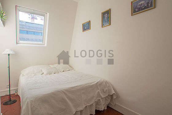 Very quiet bedroom for 2 persons equipped with 1 bed(s) of 130cm
