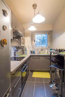 Magnifique cuisine de 8m² avec du carrelageau sol