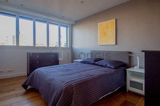 Bedroom of 14m² with woodenfloor