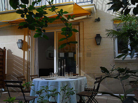 Balcony equipped with dining table, 6 chair(s)