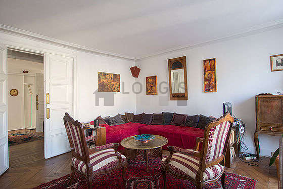 Beautiful bright sitting room of an apartmentin Paris