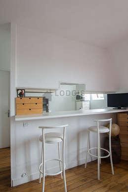 Kitchen of 4m² with tilefloor