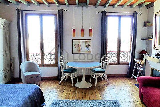 Séjour très calme équipé de 1 canapé(s) lit(s) de 150cm, 1 lit(s) de 160cm, télé, armoire