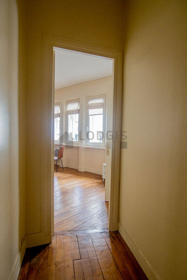 Very beautiful entrance with woodenfloor