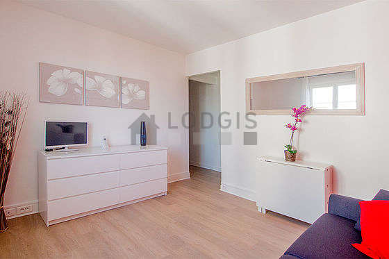 Living room of 11m² with woodenfloor