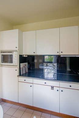 Cuisine dînatoire pour 4 personne(s) équipée de lave linge, réfrigerateur, hotte