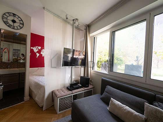 Salon de 19m² avec du parquetau sol