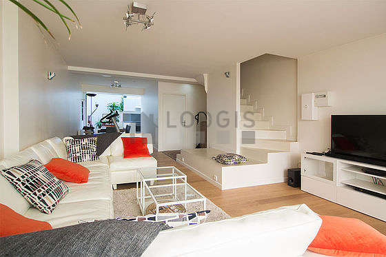 Large living room of 49m² with woodenfloor